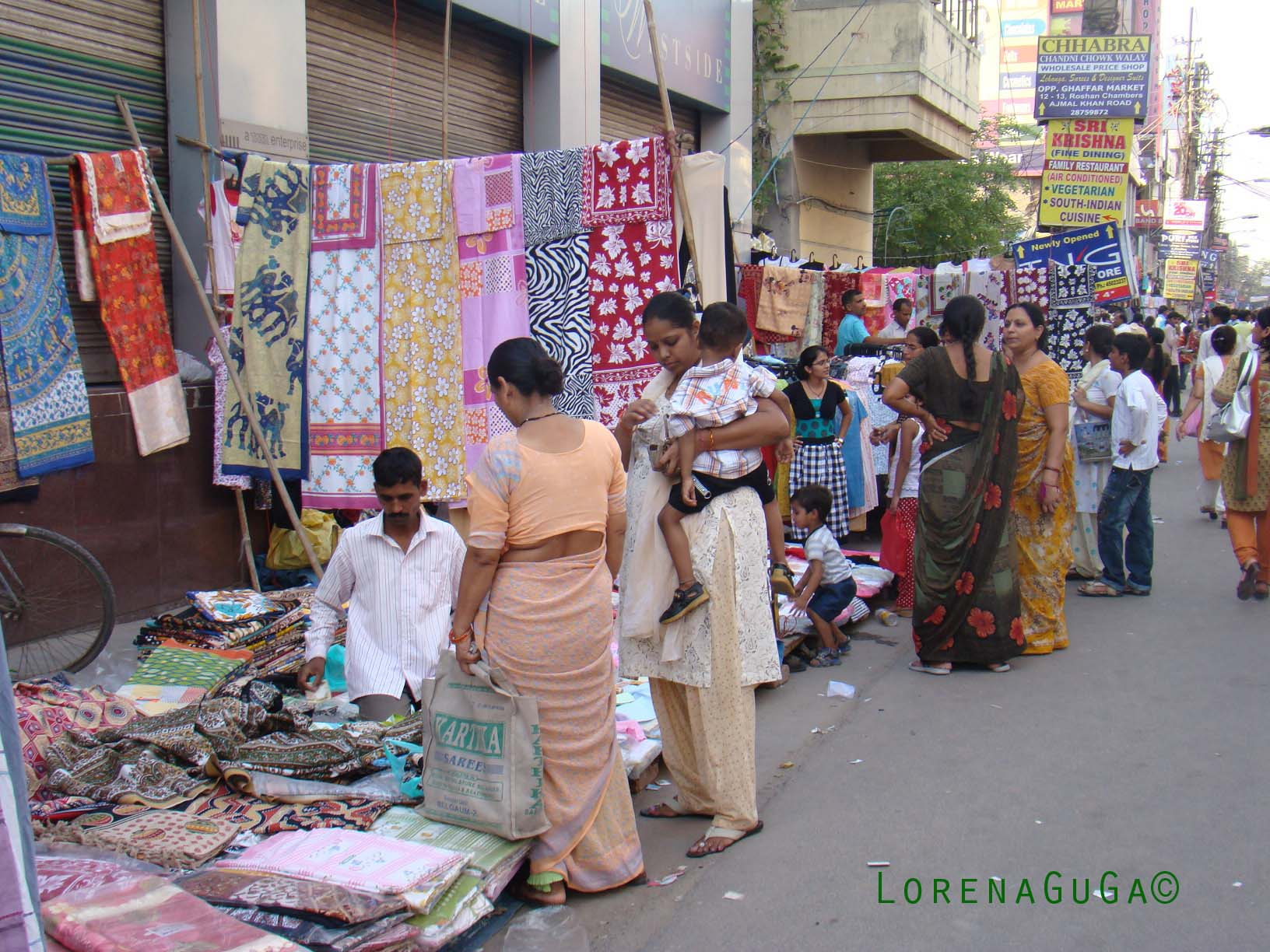 consumer culture in india Advertising and global culture author such as mexico and venezuela where most of the population still bear strong traces of their indian origin firms and global advertising agencies are clearly aware of the role of advertising in the creation of a new consumer culture in third world.